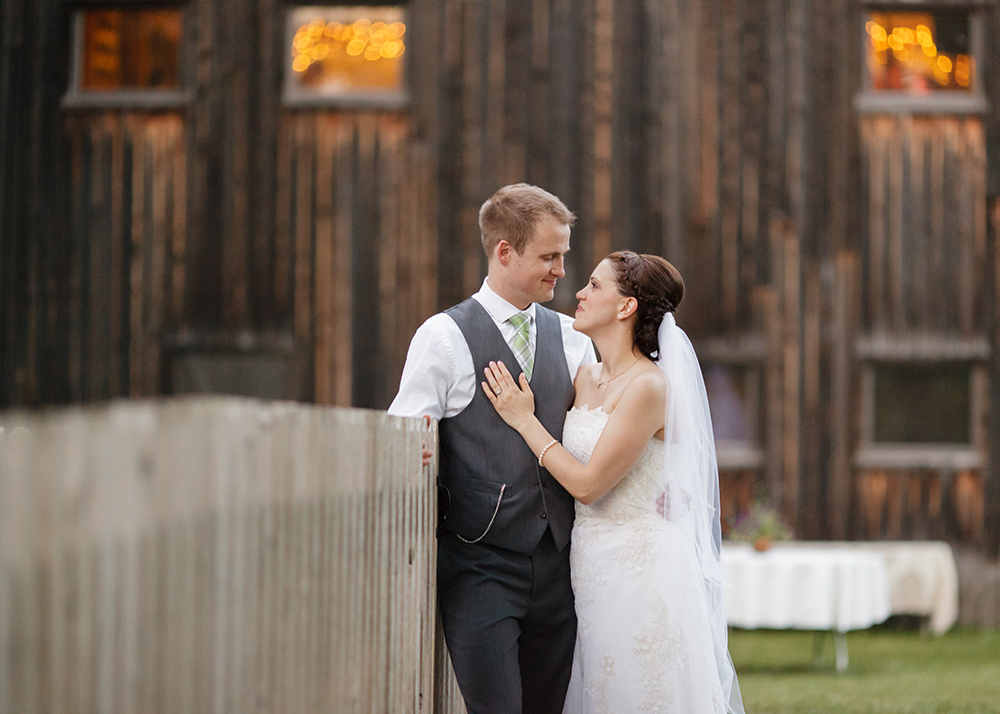 cobblestone_farm_wedding_photgrapher.jpeg