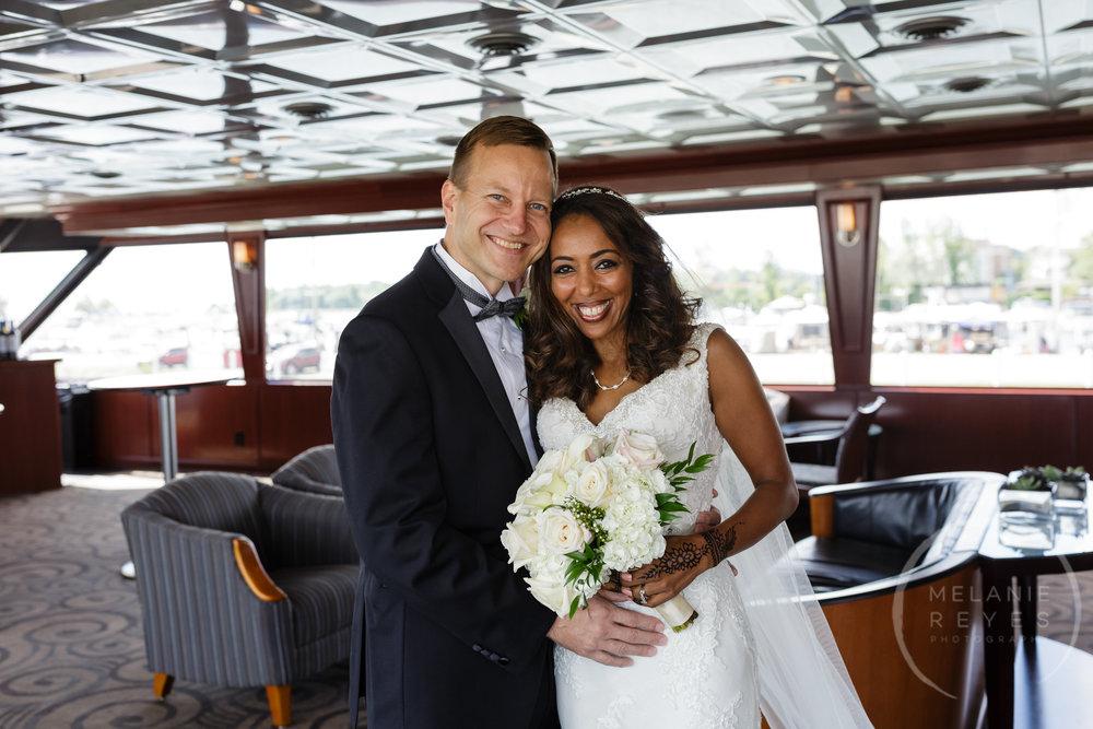 infinity_ovation_yacht_wedding_detroit_melaniereyes2.jpg