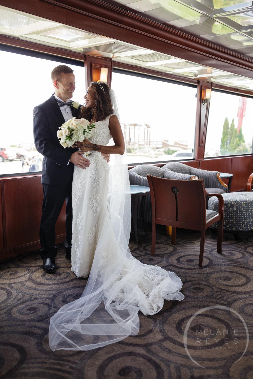 infinity_ovation_yacht_wedding_detroit_melaniereyes1.jpg