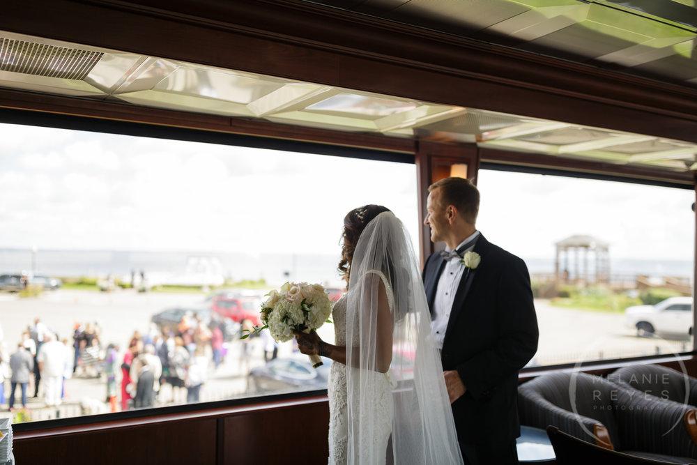 infinity_ovation_yacht_wedding_detroit_melaniereyes4.jpg