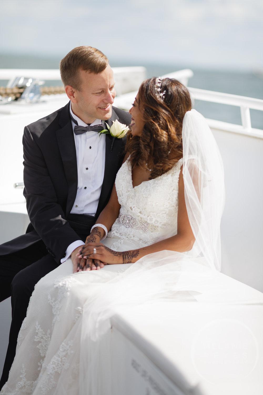 infinity_ovation_yacht_wedding_detroit_melaniereyes24.jpg
