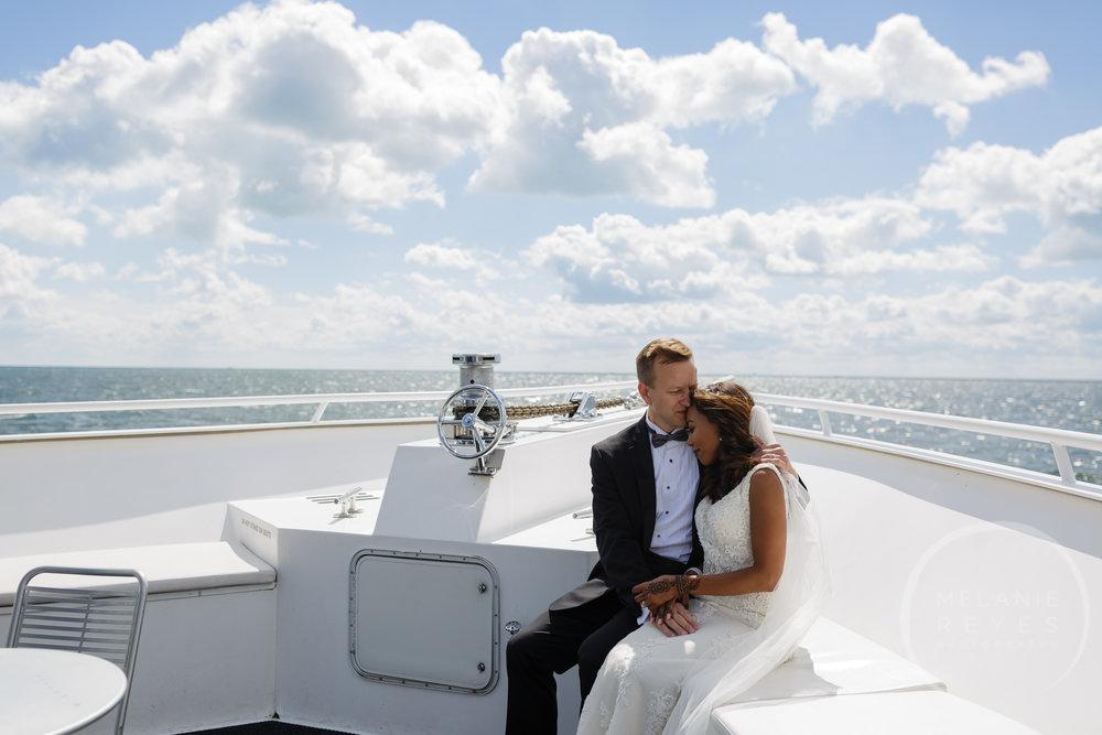 infinity_ovation_yacht_wedding_detroit_melaniereyes27.jpg