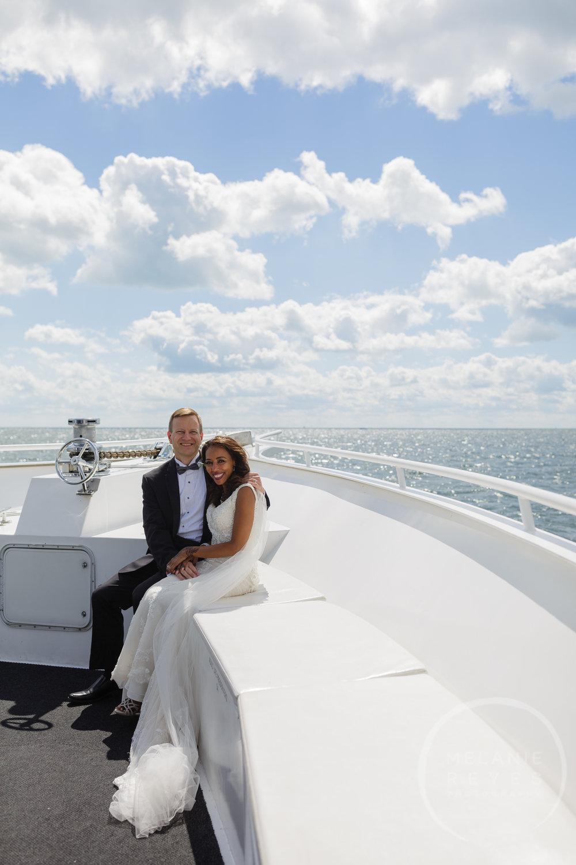infinity_ovation_yacht_wedding_detroit_melaniereyes28.jpg