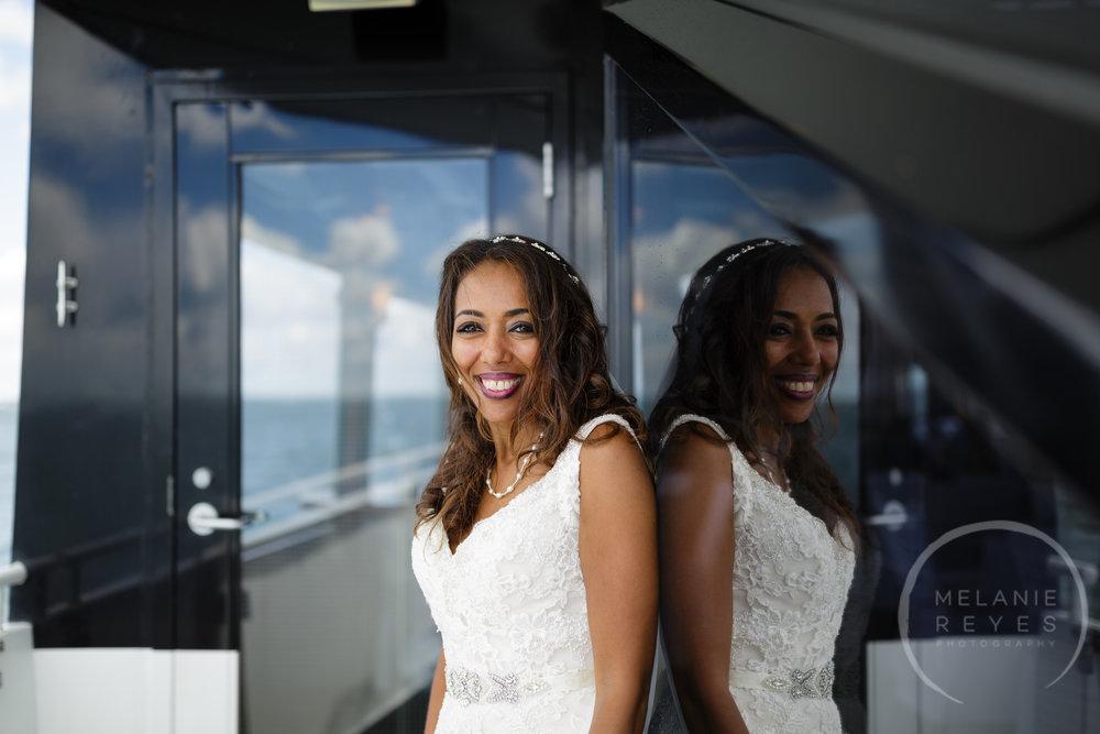infinity_ovation_yacht_wedding_detroit_melaniereyes30.jpg