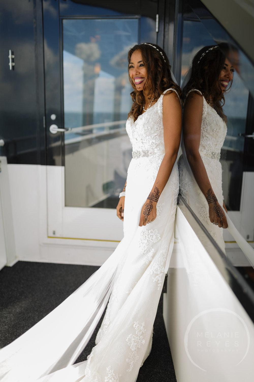 infinity_ovation_yacht_wedding_detroit_melaniereyes31.jpg