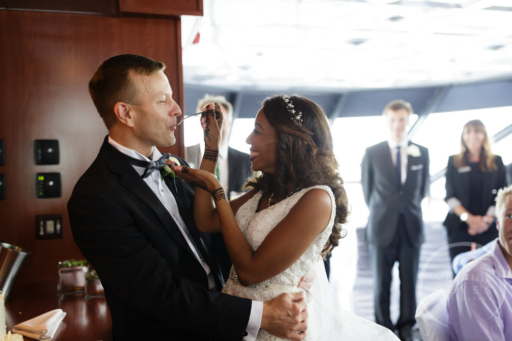 infinity_ovation_yacht_wedding_detroit_melaniereyes41.jpg