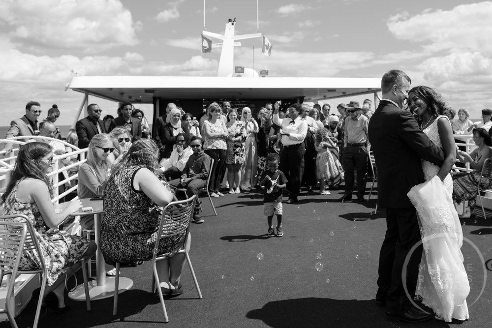 infinity_ovation_yacht_wedding_detroit_melaniereyes48.jpg