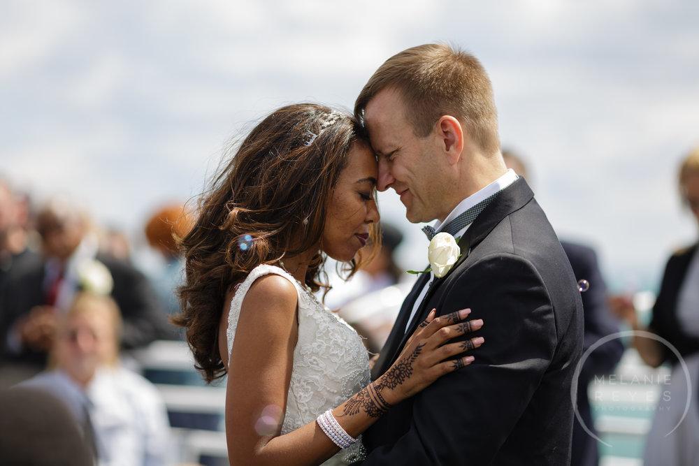 infinity_ovation_yacht_wedding_detroit_melaniereyes51.jpg