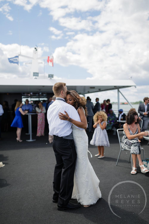 infinity_ovation_yacht_wedding_detroit_melaniereyes56.jpg