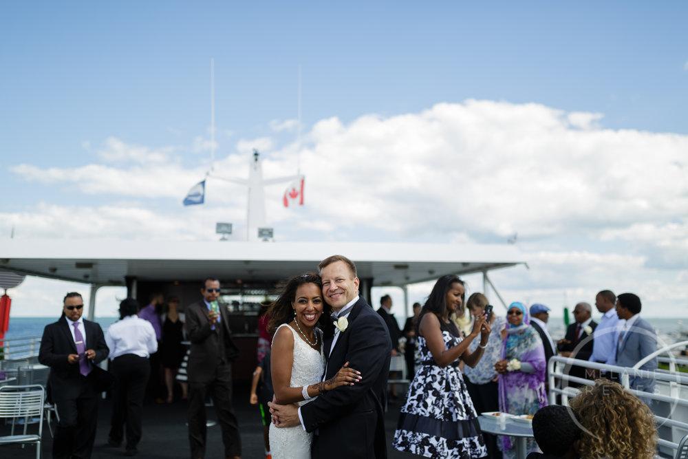 infinity_ovation_yacht_wedding_detroit_melaniereyes59.jpg