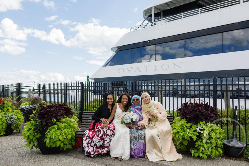 infinity_ovation_yacht_wedding_detroit_melaniereyes60.jpg