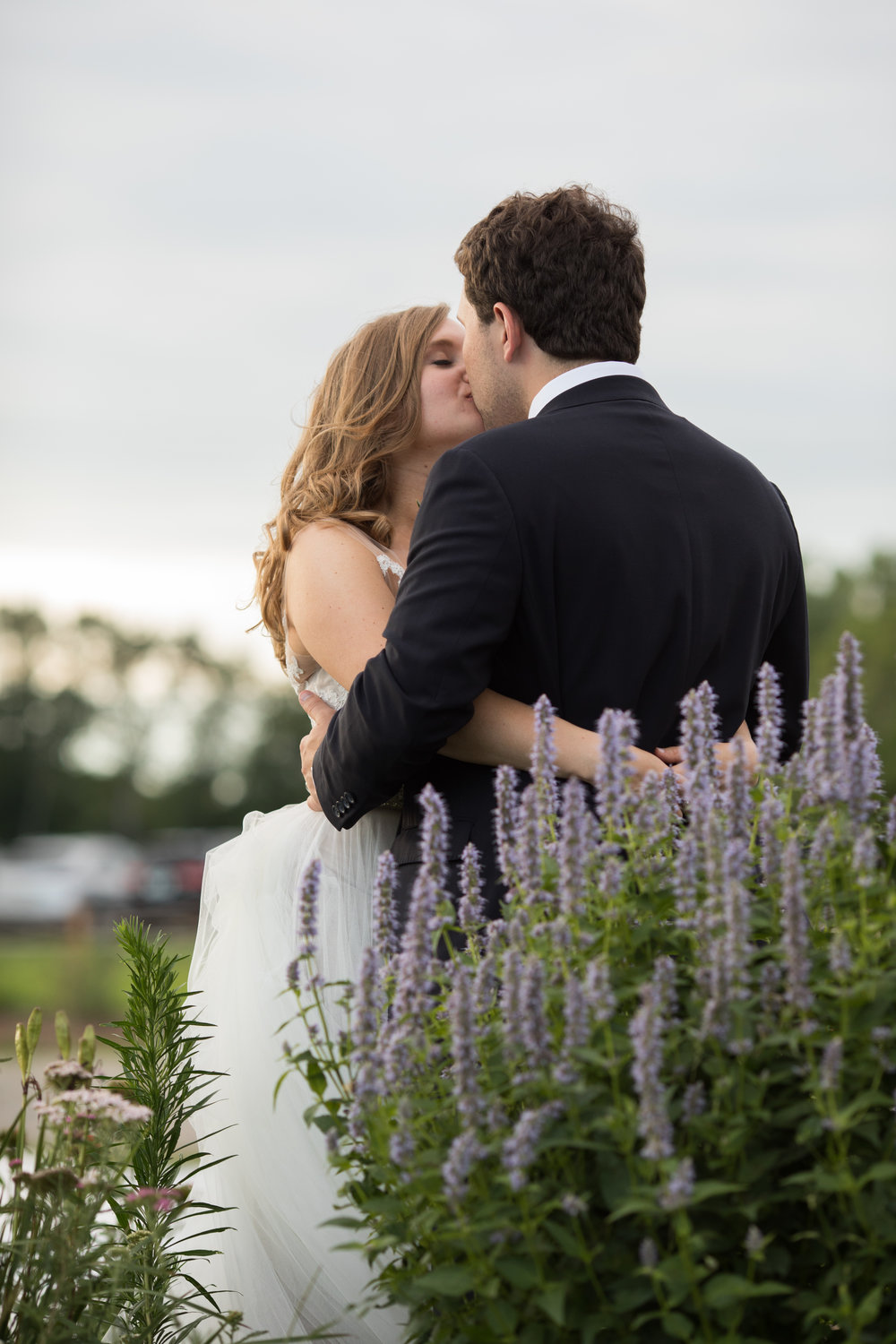 heatherelijah_preview_cornmanfarmswedding051.jpg