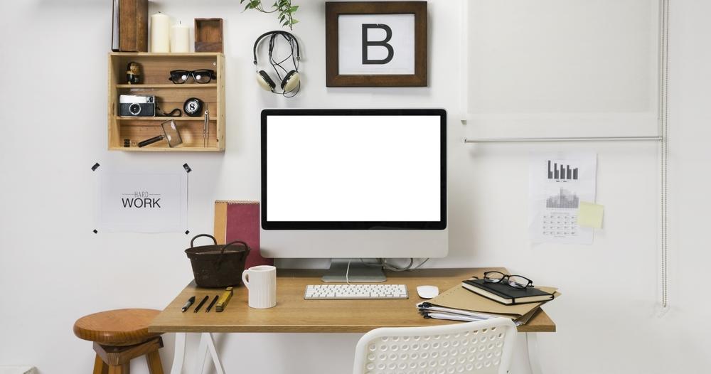 Organize seu local de trabalho, pelo menos aquele quadradinho que vai aparecer no fundo do vídeo.