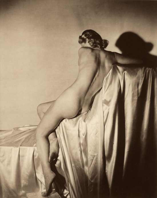 Lisa on Silk, 1940