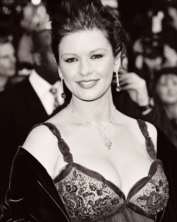 Catherine Zeta-Jones - Photo: antihairslave.com
