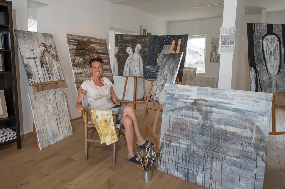 "Last week the photographer Morten Flaten stopped by and took this great shot of me and some of my paintings. It was posted at ""This week`s picture at Slemmestad 2020"" on Facebook."