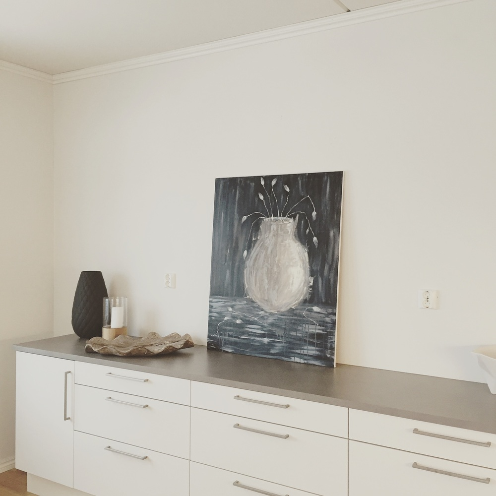 Wouldn't it be nice to cook side by side of a painting? From the kitchen in the show apartment from Block Watne.