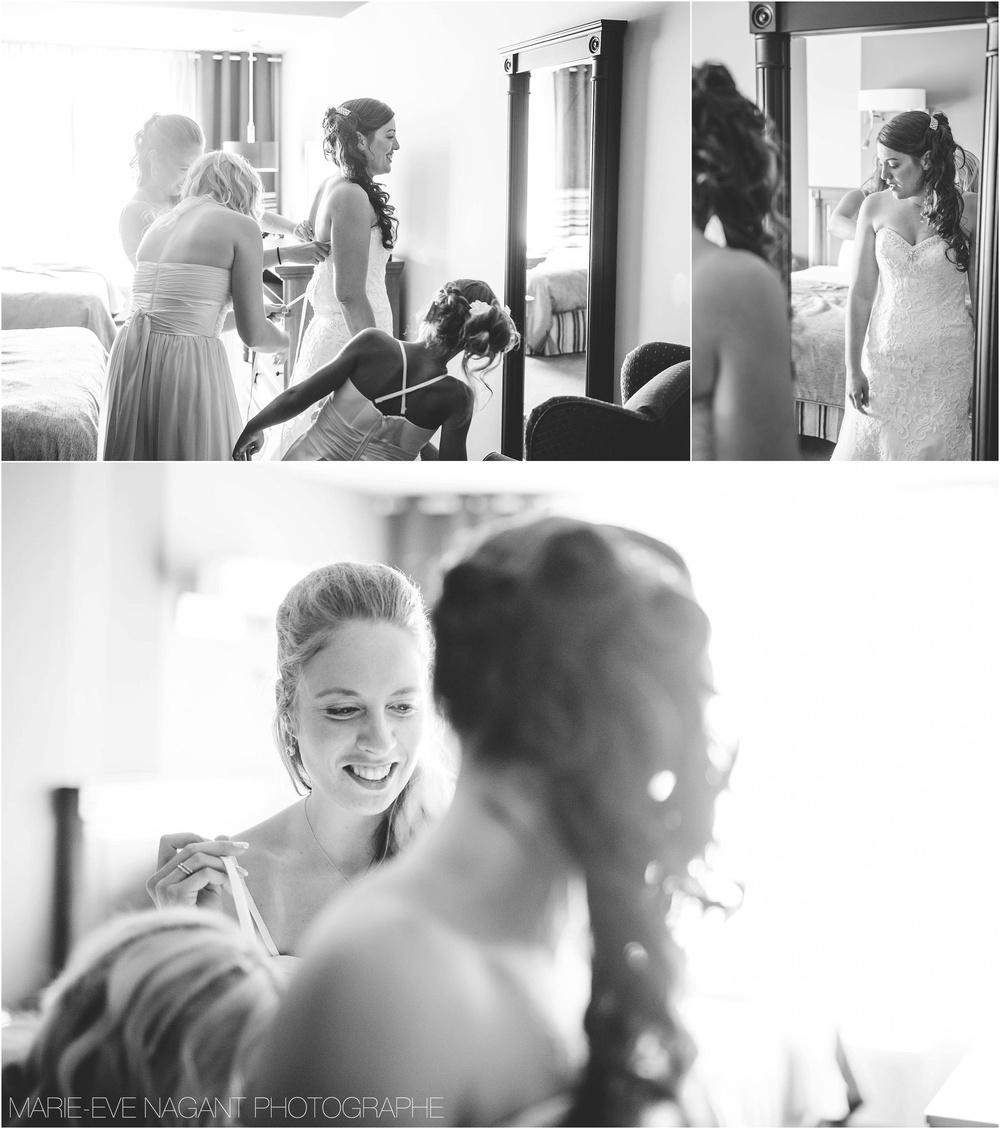 Un gâteau de mariage qui reflète la robe de mariée