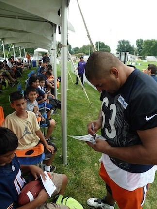 Bears' veteran center Roberto Garza signed autographs.