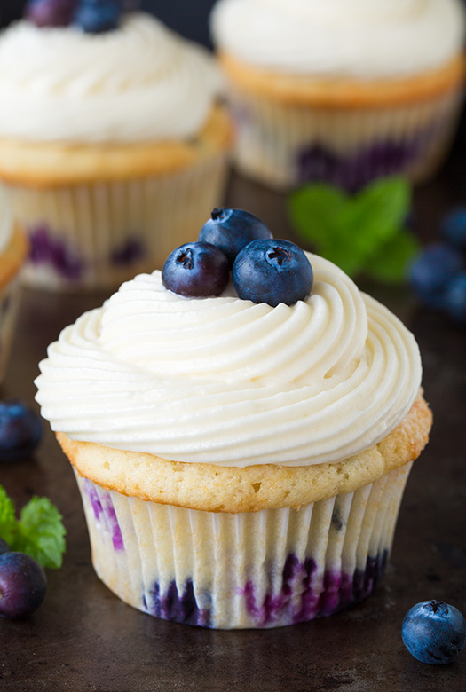 blueberry-cupcakes6+crop..jpg