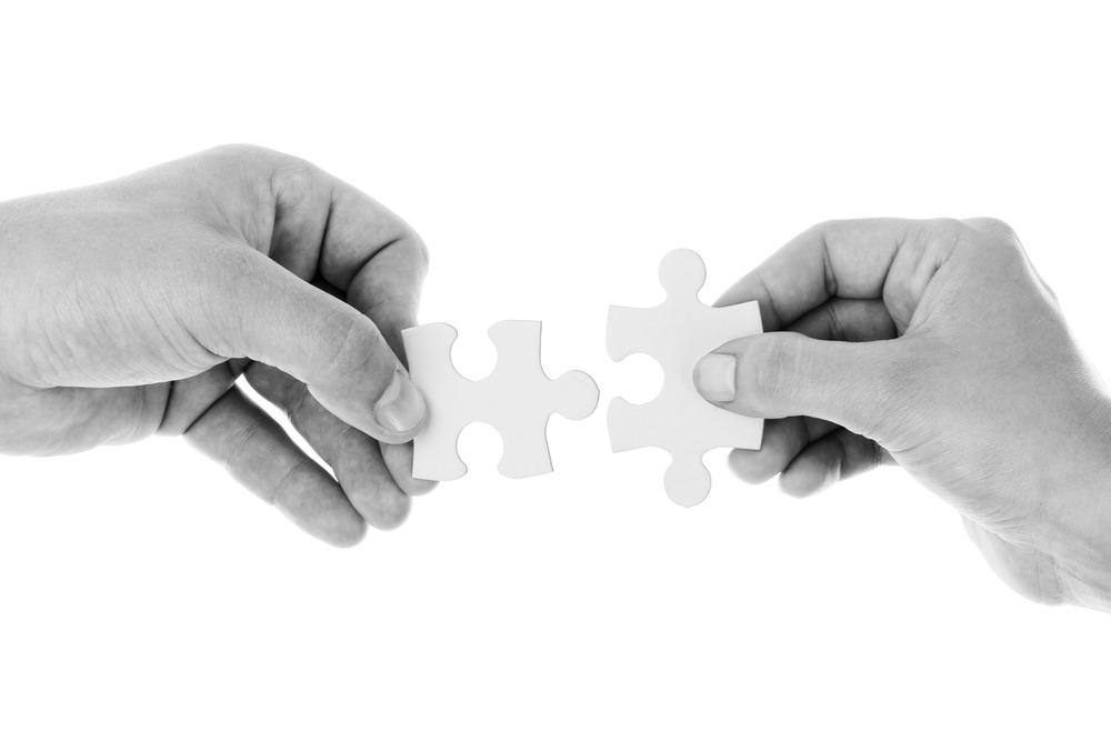 hands_holding_jigsaw_202588.jpg