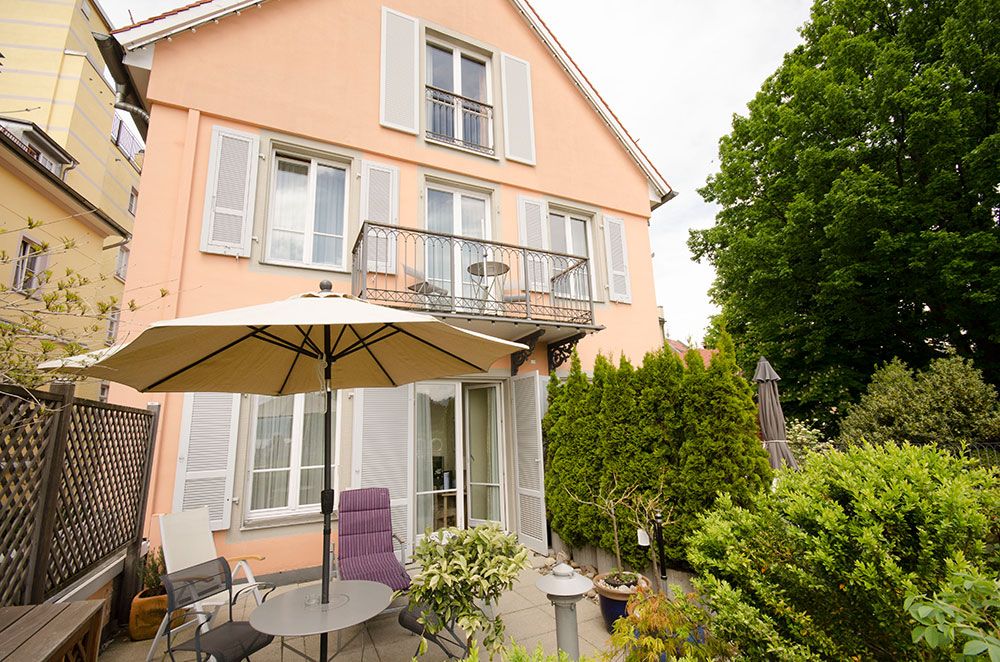 Terrassenzimmer / room with lake view and terrace