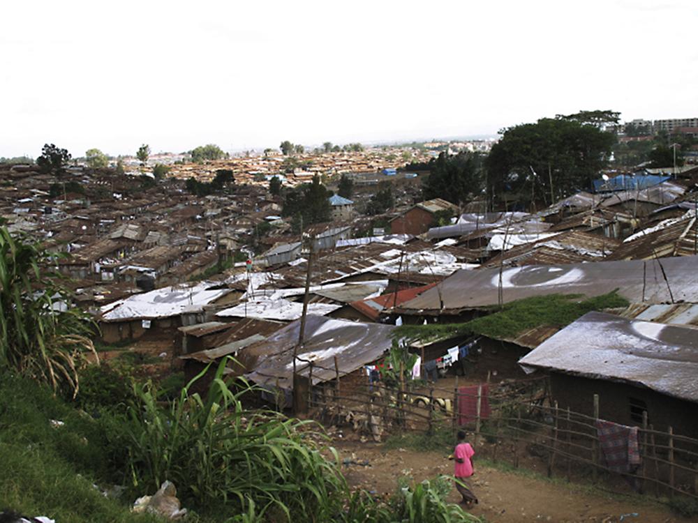 """Nairobi, 2011. När den värsta torkan på 60 år drabbade Afrikas horn flydde många till storstädernas slumområden. Foto från Shora Esmailians reportageresor inför boken """"Ur askan - om människor på flykt i en varmare värld"""" (Natur & Kultur 2012)."""