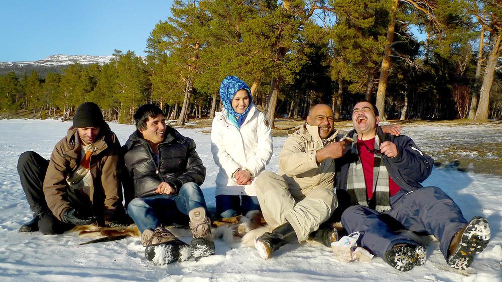 Grannar som skjutsar och välkomstgruppen Åre är en stor anledning till att många trivs och vill bo kvar. Ett exempel är körkortsutbildning med hjälp av volontärer då logistiken alltid är en faktor i glesbygden.