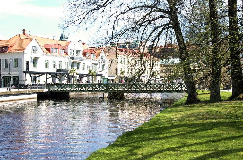 Viskan sedd från Stadsparken. Foto: Annika Klemming Ett bra exempel är Borås, som genom Välfärdsbokslut följer upp olika mätetal för folkhälsan årligen. Ett av många mål är att det ska ta max tio minuter för att ta sig till närmaste naturområde utan bil.