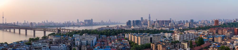 Wuhan_panorama över stadskärnan.jpg