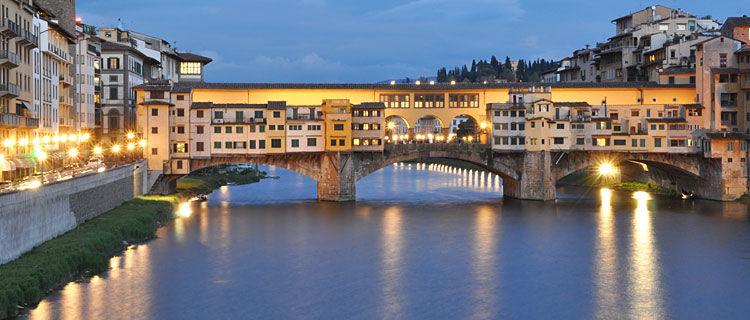 marquee-tours-tour-news-2016-08-italy-florence-ponte-vecchio-night.jpg