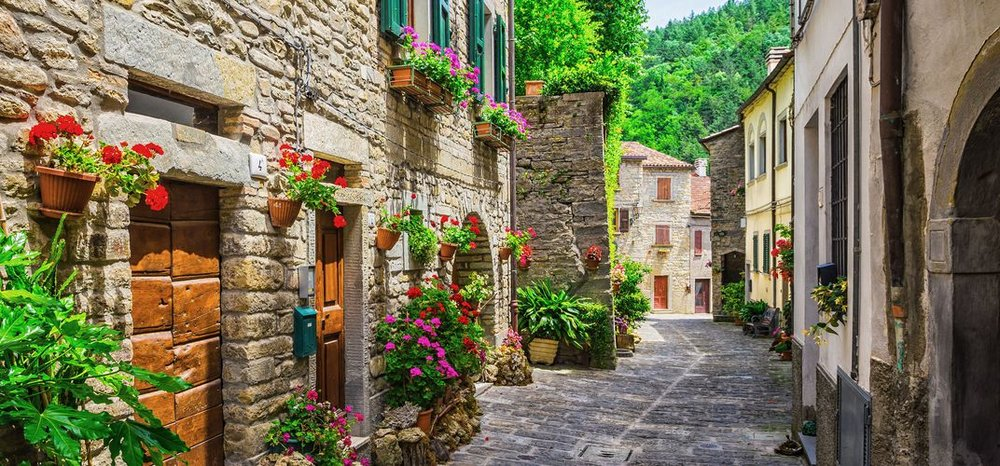 tuscany-provincialtown-69581730.jpeg