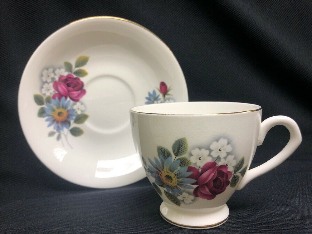 Elizabethan Fne Bone China Tea Cup & Saucer Blue/mauve Flowers    14.99