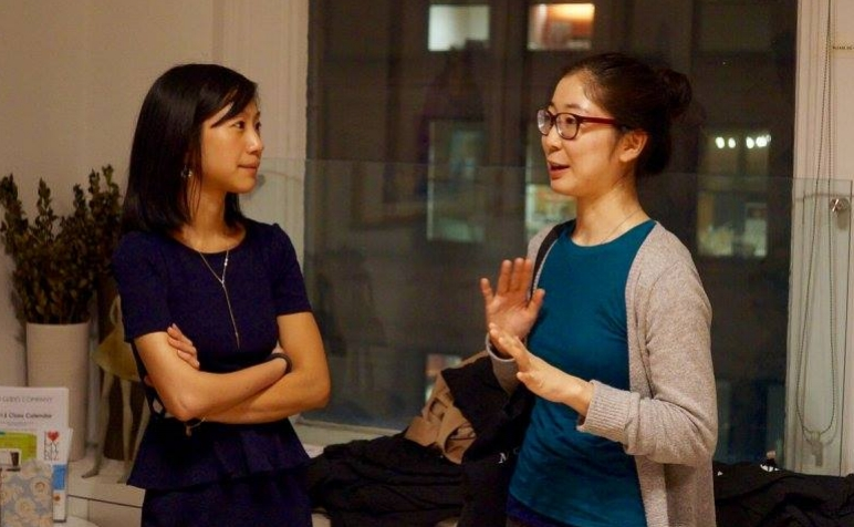 Candid photo of Diversability founder Tiffany and Maki chatting at #DiversabilityAMA, October 2015