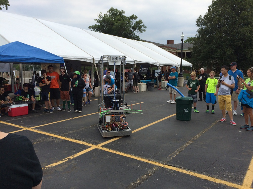 A Robot to pick up bins from our Friends at the at 2015 Detroit Maker Faire..