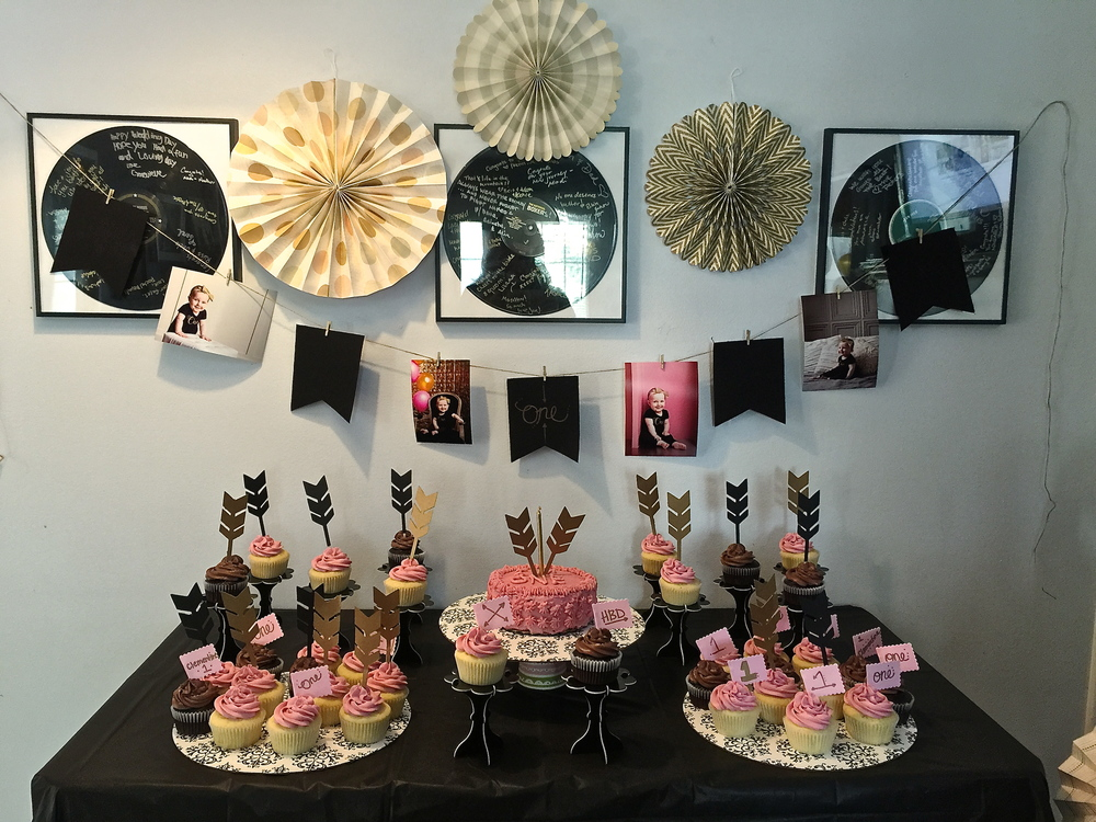 FirstBirthdayCupCakeTable
