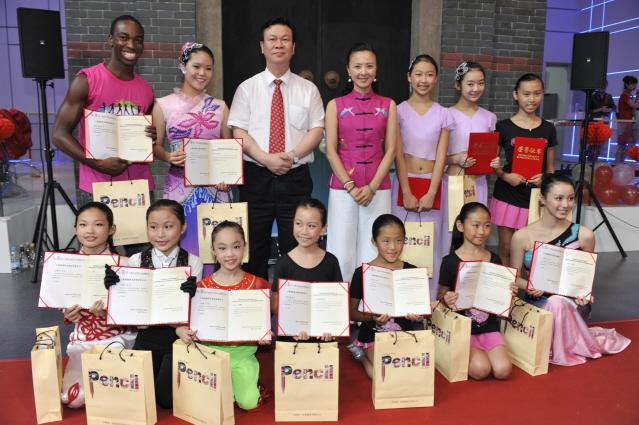 上海馆志愿者证书和礼品