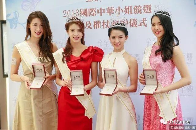 """本次競賽共有十六位佳麗,其中還有去年剛榮獲""""香港小姐""""的熱議選手雷莊兒,但經過激烈的角逐,最後花落李思佳,說明她不僅僅只有美貌,綜合實力堪稱最優!"""