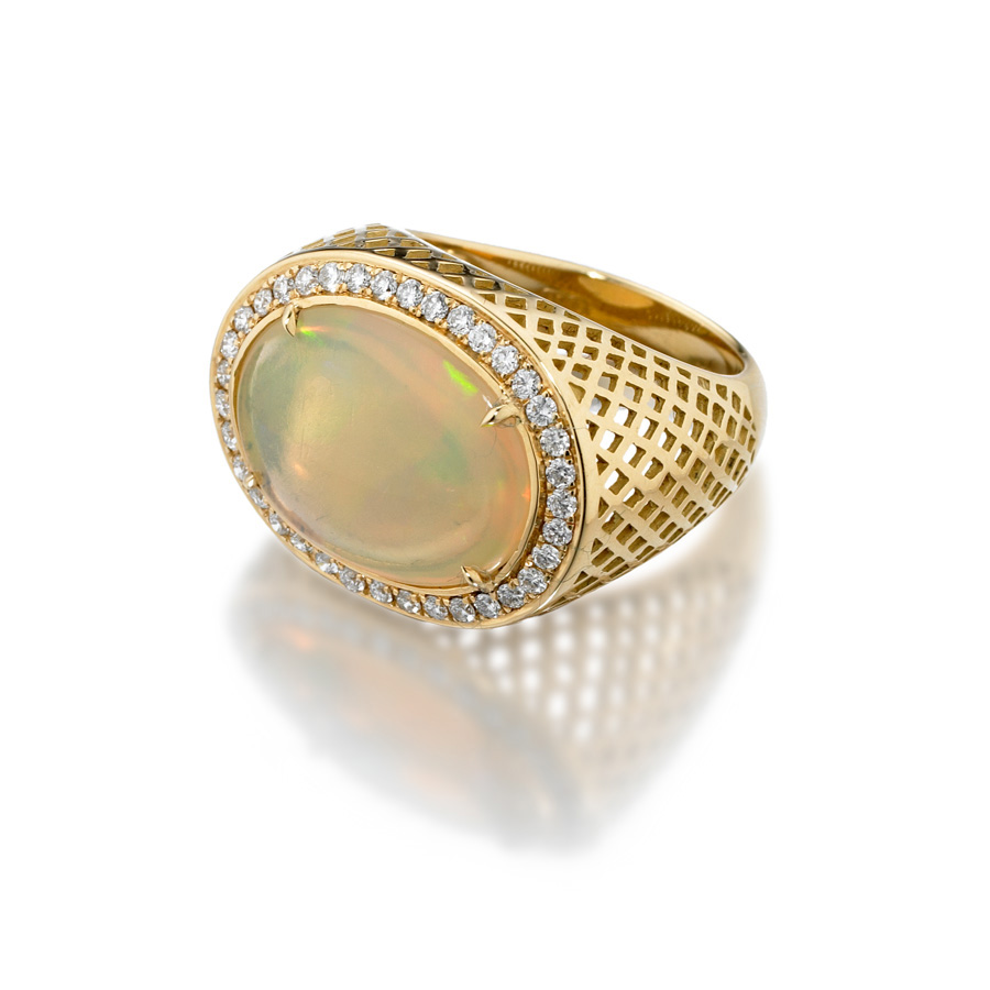 Opal ring in 18k yellow gold with diamonds.