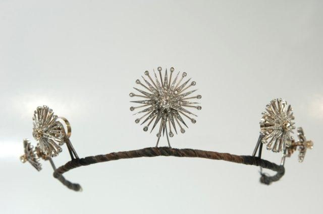 ThisStars Diadem owned byHelene Lieben, c.1900, was created byjeweler Emil Biedermann ofVienna. And hey hey hey, those stars come off and can be worn as brooches. Crafty!