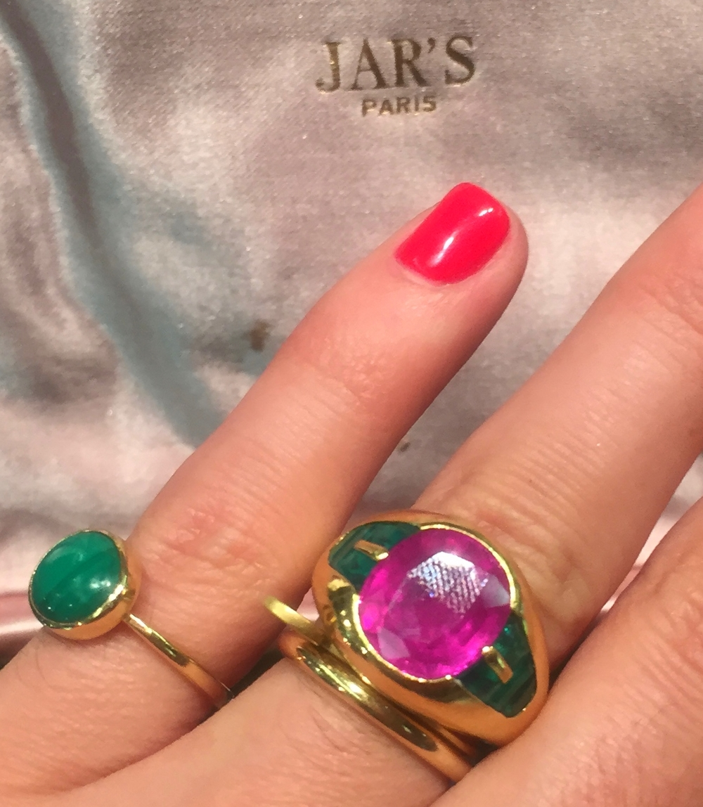 There's not much to say here other than this rubellite and emerald Bulgari ring from @simonteakle made us cry. Fine, weep.