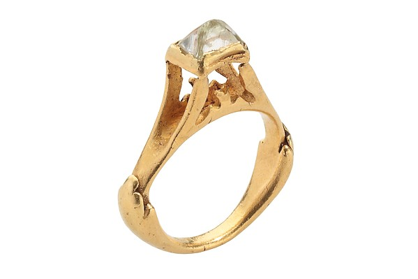 A Roman raw octahedral diamond and gold ring from thesecond half 3rd–early 4th century. According to the exhibit,The first recorded modern owner of this ring was Louis de Clercq (1836–1901), a French photographer, archaeologist, and an avid collector of antiquities.