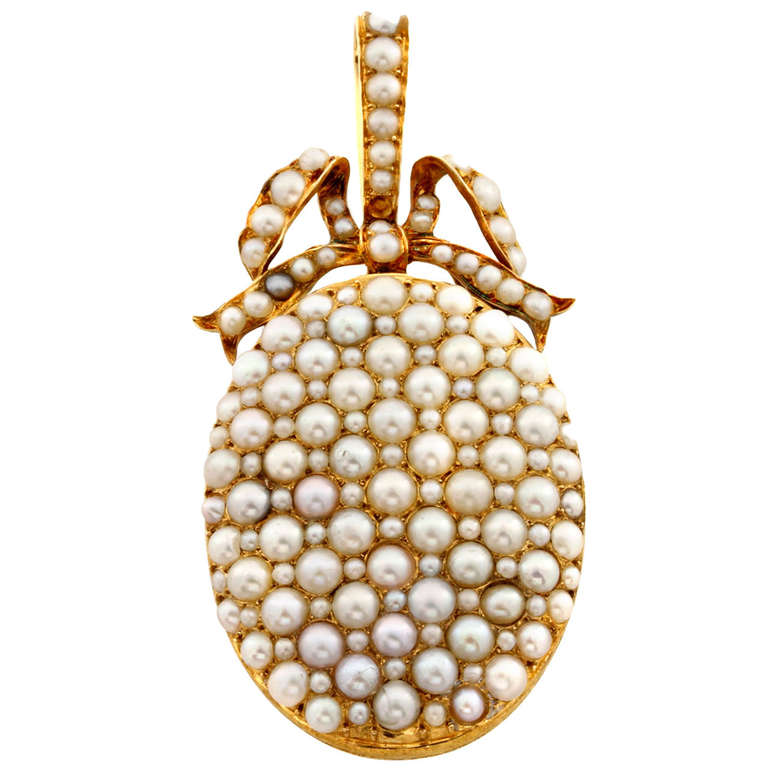 Call us old fashioned, but this just appeals to us. We do have a sweet side, we promise. A Victorian oval natural pearl locket c.1840 available from  Bentley & Skinner via 1stdibs.com .