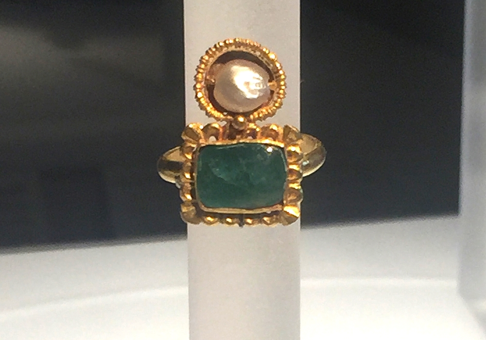 This is the emerald and pearl ring that made security gather around Meaghan.
