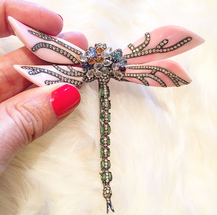 The most lovely and whimsical dragonfly brooch we've ever encountered. So many details we get dizzy.
