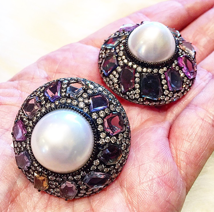 Button earrings with 50 carats of pearls, 18 carats of sapphires and nearly 6 carats of diamonds. Daywear, of course.
