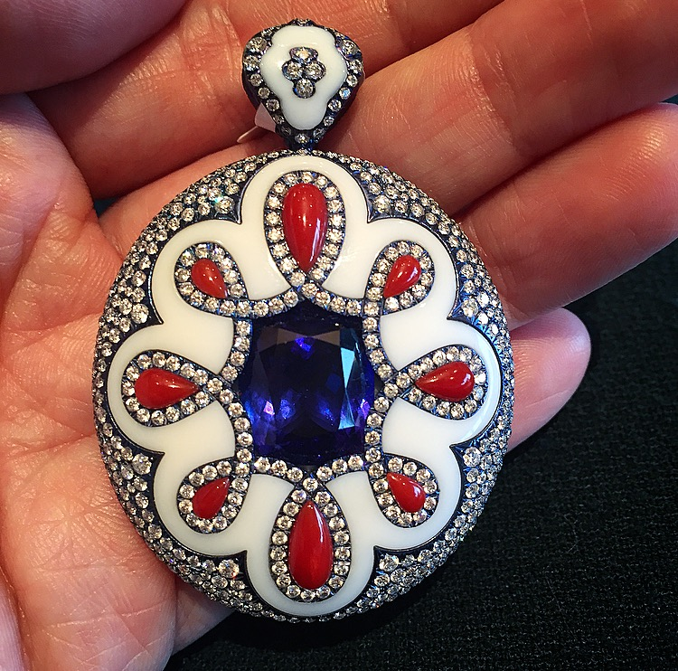 This pendant, with a 10.6 carat Tanzanite, makes us weak.