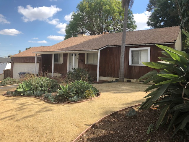 Single family residence, 3bd 2 bath with large lot