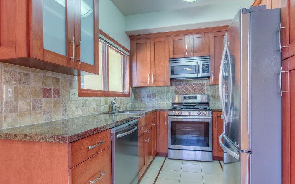 1253 18th Kitchen.jpg