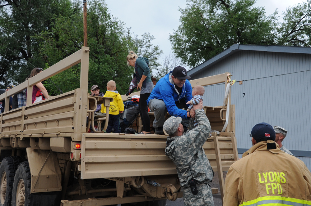 Colorado National Guardsmen assist Boulder County authorities transport evacuated residents of Lyons, Colo., to Longmont, Colo. Sept. 13, 2013. (Colorado National Guard photo by Sgt. Joseph K. VonNida)